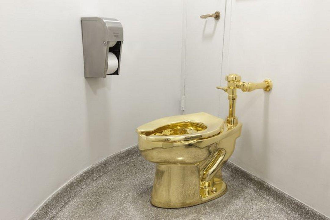 """América"" - inodoro de oro macizo de 18 quilates"