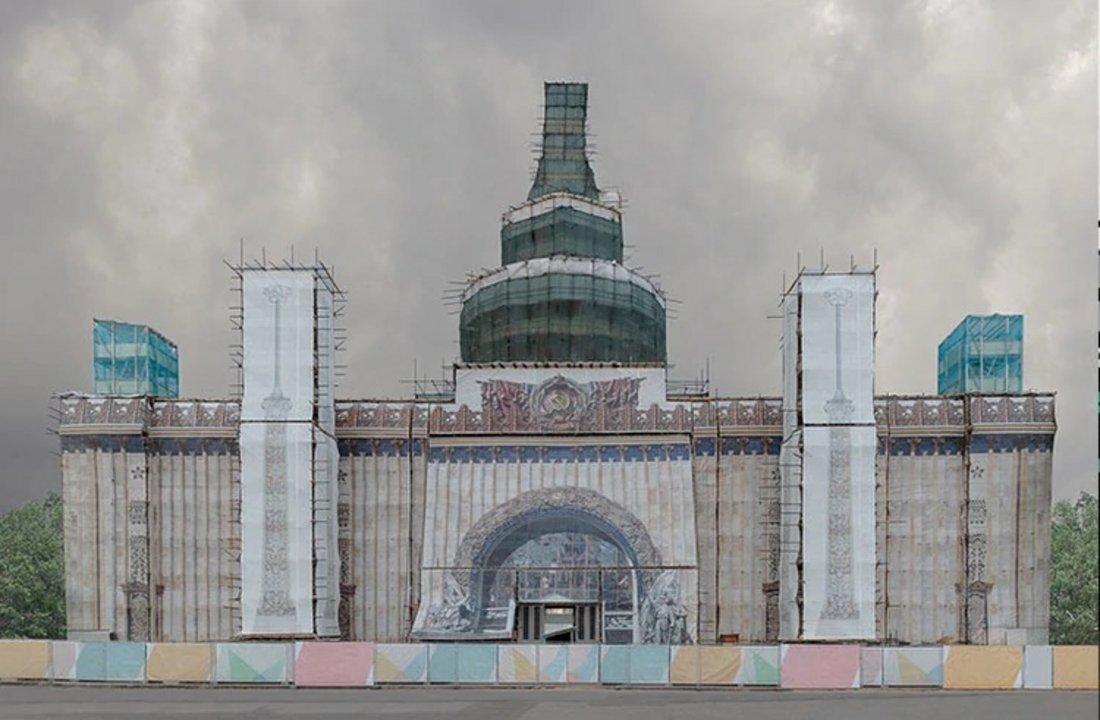 """Nombre: Kunstück. Autor: Pegova Olya. Descripción: """"En el pasado, era muy raro ver fachadas falsas, se trataba de intervenciones en espacios urbanos muy temporales, mientras que en la actualidad, se han convertido en parte de los paisajes de las ciudades"""", especificó Olya."""