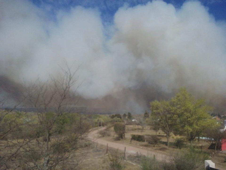 El incendio visto desde Villa Giardino