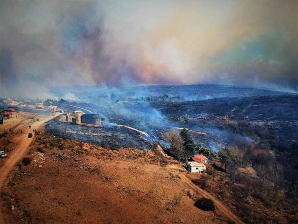 El paso de las llamas dejó buena parte de la serranía quemada.