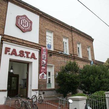 Por discriminación y violencias presentaron una denuncia contra la red FASTA
